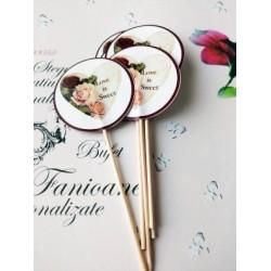 "Topper Candy Bar 5cm ""Love is sweet inima trandafir"""